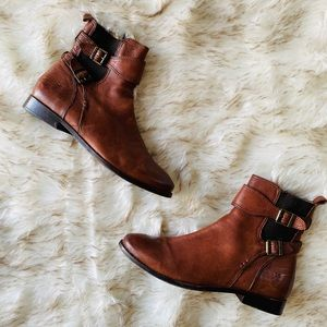 Frye size 9.5 leather booties with buckle